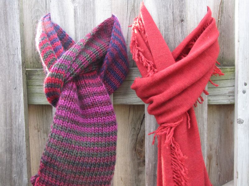 Red scarves 003