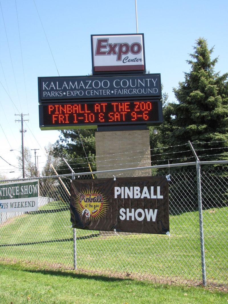 Pinball at the zoo 077